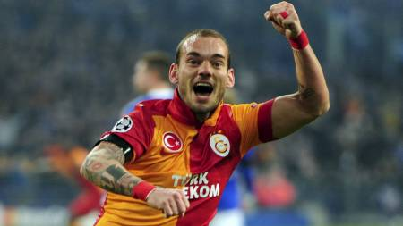EN GLAD GUTT: Det har hendt at Wesley Sneijder har fått frem smilet på fotballbanen også denne sesongen. (Foto: Adam Davy/Pa Photos)