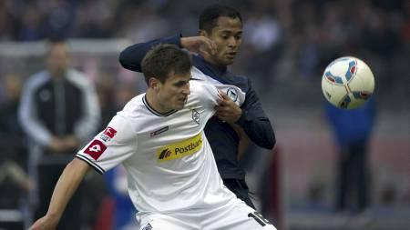 BLIR LAGKOMPISER: Håvard Nordtveit og Raffael skal spille sammen i Borussia Mönchengladbach neste sesong. (Foto: ODD ANDERSEN/Afp)