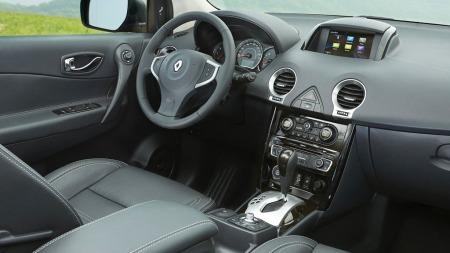 Koleos har også fått noen forsiktige oppgraderinger i interiøret - slik ser det ut etter faceliften.
