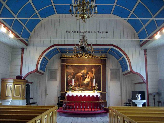 Færøyene er et religiøst samfunn. Dette bildet er tatt i Havnar   kirkja i hovedstaden Tórshavn. (Foto: David Stanley, Creative Commons)