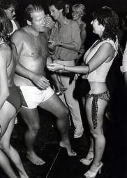 Hagen stilte opp på badedisco i 1982. Bildet vakte sterke reaksjoner i media og ikke minst hos sin kone, Eli. (Foto: Buenget, Ole A, ©Arild)
