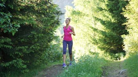 SPORTY: Caroline Berg Eriksen trener daglig og skriver gjerne antall tilbakelagte kilometer i bloggen sin.  (Foto: fotballfrue.no)