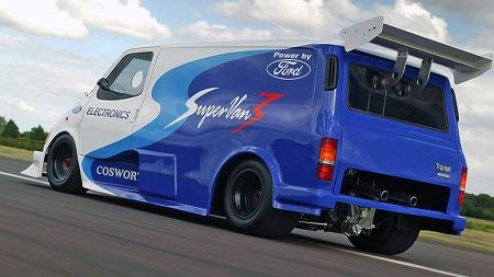 Nei da. En varebil behøver ikke bare å være fornuftig. Det er lov å leke litt også. Dette er Transit Super-van med Cosworth-motor.