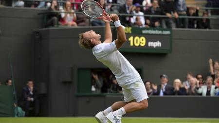 ELLEVILL JUBEL: Steve Darcis klarte det ingen trodde han skulle klare, nemlig å slå Rafael Nadal ut av Wimbledon i første runde. (Foto: BEN STANSALL/Afp)