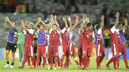 PUBLIKUMSYNDLINGER: Tahiti-spillerne spilte seg inn i publikums hjerter mot Nigeria. (Foto: EITAN ABRAMOVICH/Afp)