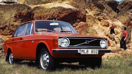 Dette er en 1973 modell  Volvo 144, det var nest siste produksjonsår og bilen fikk en facelift.