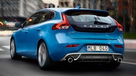 Volvo flytter grenser i GTI-klassen når de tilbyr V40 med hele 254 hestekrefter. Bilen får skryt i de første testene.