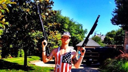 LATTEREN STILNET: Dette bildet var ikke like gøy etter at det ble publisert for Brek Shea.