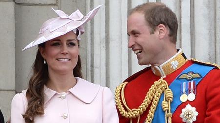 ENDELIG: Storbritannia og resten av verden har ventet i spenning i ukesvis. Nå har de blitt foreldre til en 3,8 kilo tung gutt.