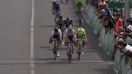 VISTE MUSKLER: André Greipel tok første stikk på den innlagte spurten da han slo Mark Cavendish og Sagan.