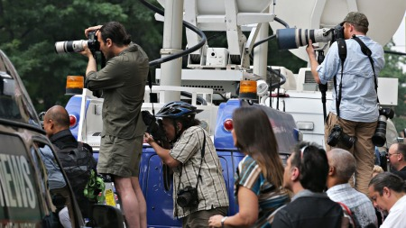 Presse utenfor James Gandolfinis begravelse (Foto: Andrew Burton/AFTP Photo, ©ab/pr)