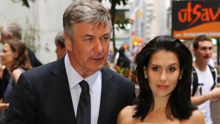 LEI: Alec Baldwin (54) sammen med sin gravide kone Hilaria Thomas (28)  (Foto: Neilson Barnard)
