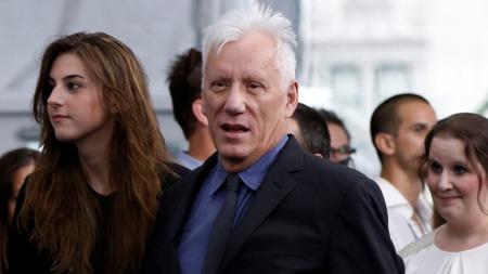 James Woods filmdebuterte i 1972, over 20 år før kjæresten ble født.