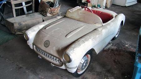 Dette må ha vært alle amerikanske barns drøm på 1950-tallet - en tråbil med karosseri som en 1956 eller 1957 Corvette. (Foto: Photo courtesy of VanDerBrink Auctions)