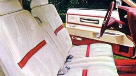 Stort mer dekadent interiør enn i en 1975 og 1976 Lincoln Continental Mark IV med