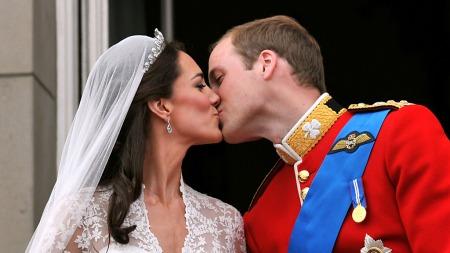 Kate og prins William på balkongen i Buckingham Palace etter bryllupet i Westminister Abbbey i 2011. (Foto: John Stillwell)