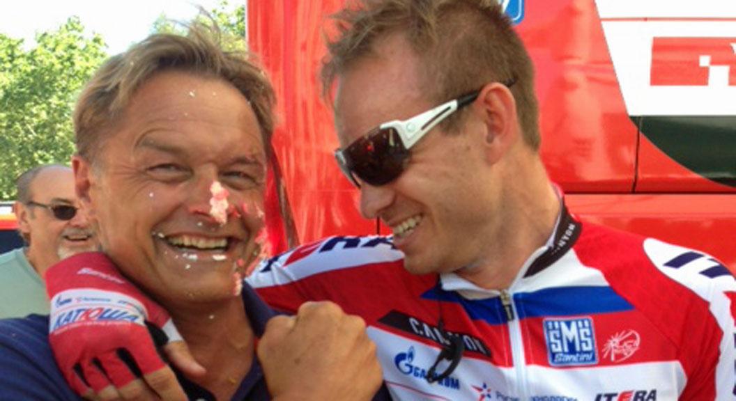 GODE VENNER: Dag Otto Lauritzen og Alexander Kristoff var gode venner etter at Kristoff hadde plassert bursdagskaken sin i ansiktet på TV 2-eksperten. (Foto: Sindre Olsen)