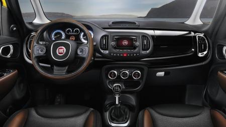 Slik ser det ut inne i bilen, Fiat satser på mye utstyr og tilvalg som gjør at du kan skreddersy også interiøret etter egen smak.