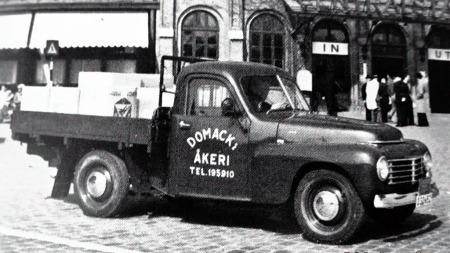 Noen biler ble levert som kjørbare chassis og fikk egne påbygg enten som pickup, ambulanse, bårebil osv.