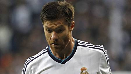 TIL SALGS: Xabi Alonso skal ikke være i Carlo Ancelottis planer   i Real Madrid. (Foto: Alberto Di Lolli/Ap)