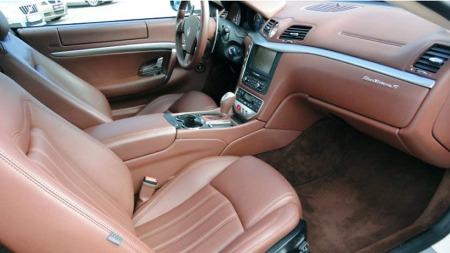 Materialvalget inne i Maseratien oser av klasse, og den føles ikke oppviglersk sportslig - om du ikke ber den om det. (Foto: Autodb.no)