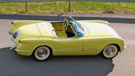 Den har vært Norges eneste 1955 Corvette, og dermed også den eldste med V8, og vi tipper den er det fremdeles. Nå er smykket i Harvest gold til salgs, og klarer du å bla opp prisforlangendet får du et kunstverk like mye som en bil. (Foto: Finn.no)