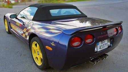 Den blå-lilla lakken, dekoren, og de gule felgene og interiøret var unikt for pace car-replikaene i 1998. Smaken er riktignok forskjellig, men vi synes den er steintøff... (Foto: Finn.no)