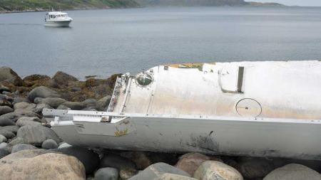 KOM INN FJORDEN: Vrakdelen har trolig landet i internasjonalt farvann før den kom seilende inn Laksebukta.  (Foto: Bernt Nilsen)