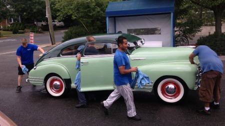 Håndvask med fullt mannskap var greit å få med seg da Chevroleten kom av båten i New Jersey. Prisen på 10 dollar var det ikke noe å si på. (Foto: Kristian Alexander Svendsen)