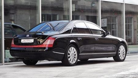 Maybach ble aldri noen suksess for Daimler-konsernet, som nå har gitt opp hele satsingen. Mange syntes bilen rett og slett ble litt i overkant på de aller fleste områder - og designet lignet nok litt for mye på en avrundet Mercedes S-klasse. (Foto: Finn.no)