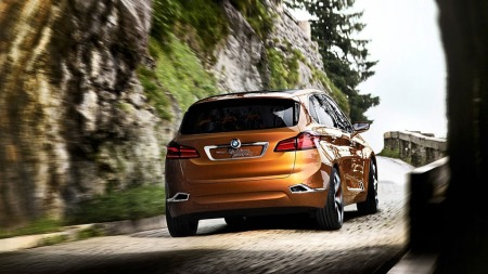 Karosseriet er kompakt, med klart flerbruksbil-preg. Med forhjulstrekk som utgangspunkt blir 1-serie GT en radikal bil for BMW.