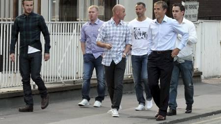 PÅ TUR I MANCHESTER: David Beckham, Paul Scholes, Nicky Butt, Ryan Giggs og Phil og Gary Neville. (Foto: Eamonn and James Clarke/Pa Photos)