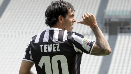TIL JUVENTUS: Carlos Tevez har skrevet under for Juventus. (Foto: Alessandro Falzone/Ap)