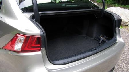 Lexus-IS300h-bag.-rom