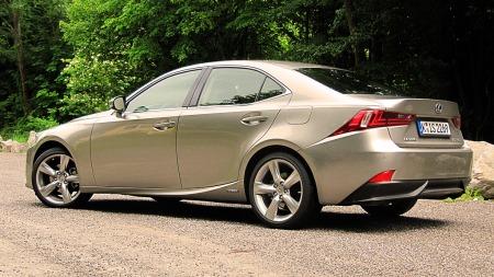 Lexus IS300 h, bilen for deg som er ute etter det lille ekstra.  (Foto: Benny Christensen)
