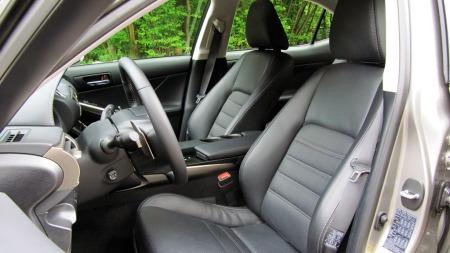 Lexus-IS300h-forseter
