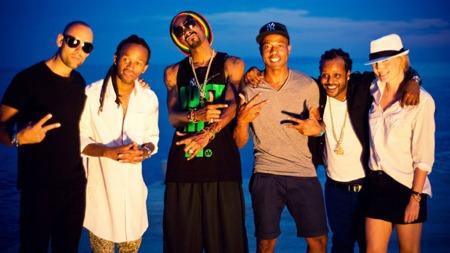 GJENGEN SAMLET: Tshawe, Yosef og Snoop Dogg sammen med Madcon-manager Peter Peters (t.v) og Camilla Pihl (t.h). (Foto: Friendly Films / Olav Stubberud)