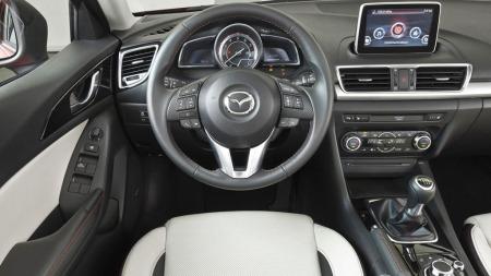 Mazda går for et ganske radikalt dashbord-design i sin nye 3 - og lover samtidig at materialvalg og finish skal være blant de beste i klassen.