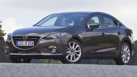 Bildene av nye Mazda 3 sedan er offisielt ute, her kjenner vi blant annet mye igjen fra storebror 6.