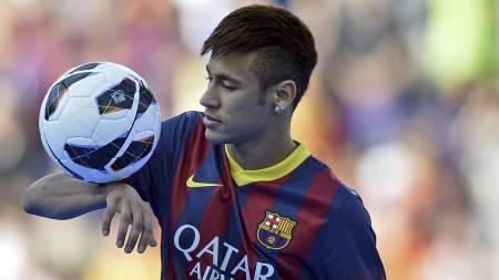 KLAR FOR BARCA: Neymar har skrevet under på en femårskontrakt med Barcelona. (Foto: Manu Fernandez/Ap)