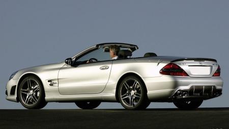 Nypris i Norge var på 2,8 millioner kroner. Bare 31.000 kilometer senere, er super-Mercedesen nede i halv pris.