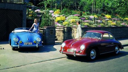 356 var Porsches aller første bilmodell. Speedster-utgaven (til   venstre) var spesielt populær i USA og utgjorde i flere år en ganske   stor del av produksjonen. (Foto: Porsche)