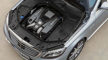 Kraftverket. En V8-er med biturbo på 585 hk.