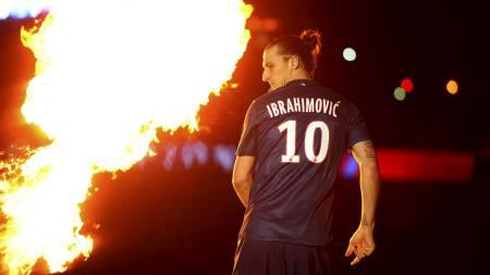 SINNA-ZLATAN: Den svenske stjernen Zlatan Ibrahimovic blir koblet   til Manchester City og Chelsea. Han skal angivelig være misfornøyd med   PSGs nye trener Laurent Blanc. (Foto: Adam Davy/Pa Photos)