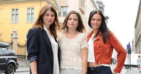 LETTKLEDD: Marte Sætren (fra venstre), Gitte Witt og Kristina Knaben synes det var greit å vise kropp i «Pornopung» til tross for de pinlige øyeblikkene som oppsto på settet.  (Foto: Mona Ranum)