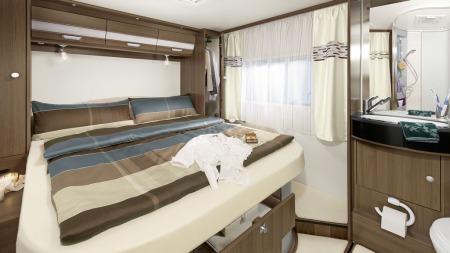 Slik ser soveavdelingen ut i den norske favoritten fra Dethleffs. Her kan du velge mellom dobbeltseng eller to enkeltsenger. Og madrassen skal naturligvis være like bra som den du har på soverommet hjemme!