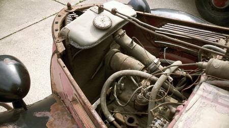 Motoren er på 1,2-liter med sideventiler og 34 hk. (Foto: eBay)