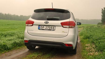 Hekken er anonym og hvis du plukker av Kia-merkene er det ikke godt å si hvor denne bilen kommer fra. Carens er lavere enn mange av flerbruksbil-konkurrentene.