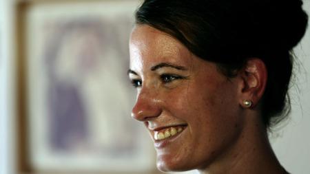 GLAD: Marte Dalelv (24) smiler etter at hun ble benådet i Dubai mandag. Nå har hun kommet hjem.   (Foto: Afp/NTB Scanpix)