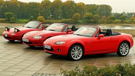 Mazda MX-5 kom allerede i 1989 og de billigste selges nå for under 50 00 kroner. Her ser vi de forskjellige generasjonene